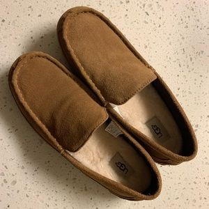 Men's UGG moccasins brand new ! Size 10